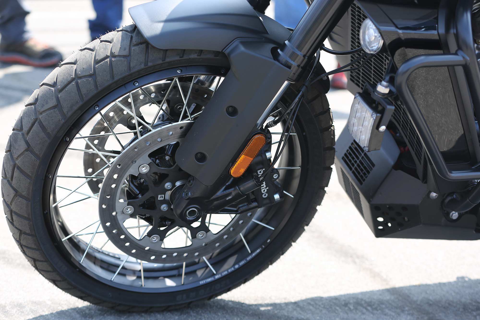 Harley-Davidson's aftermarket spoked wheels were installed on the police concept.