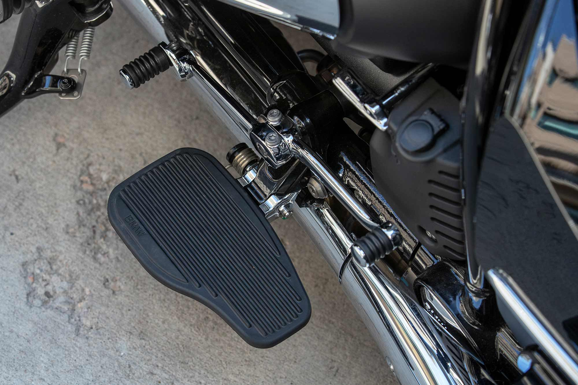 Floorboards are featured on the R 18 B and R 18 Transcontinental with independently adjustable heel-toe shifters and a further adjustable knob on the toe.