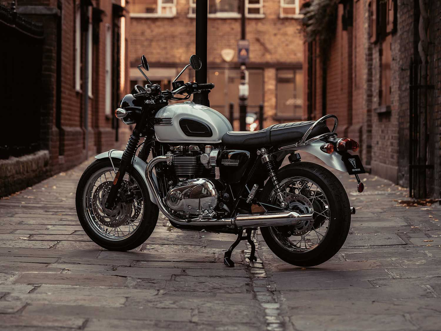 The Bonneville T120 Diamond Edition classes it up with white and silver Union Jack flag graphics and bright chrome finishes.