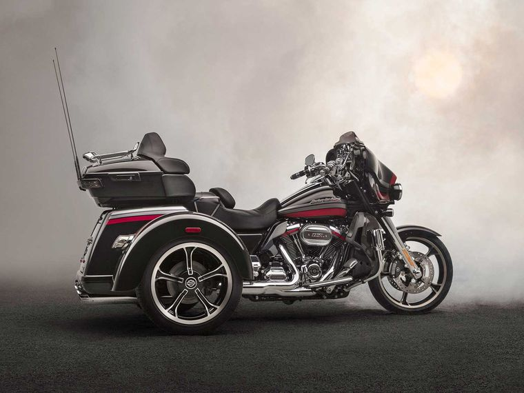 Used Harley Davidson Wheels >> Meet Harley Davidson S Newest Cvo The 2020 Tri Glide