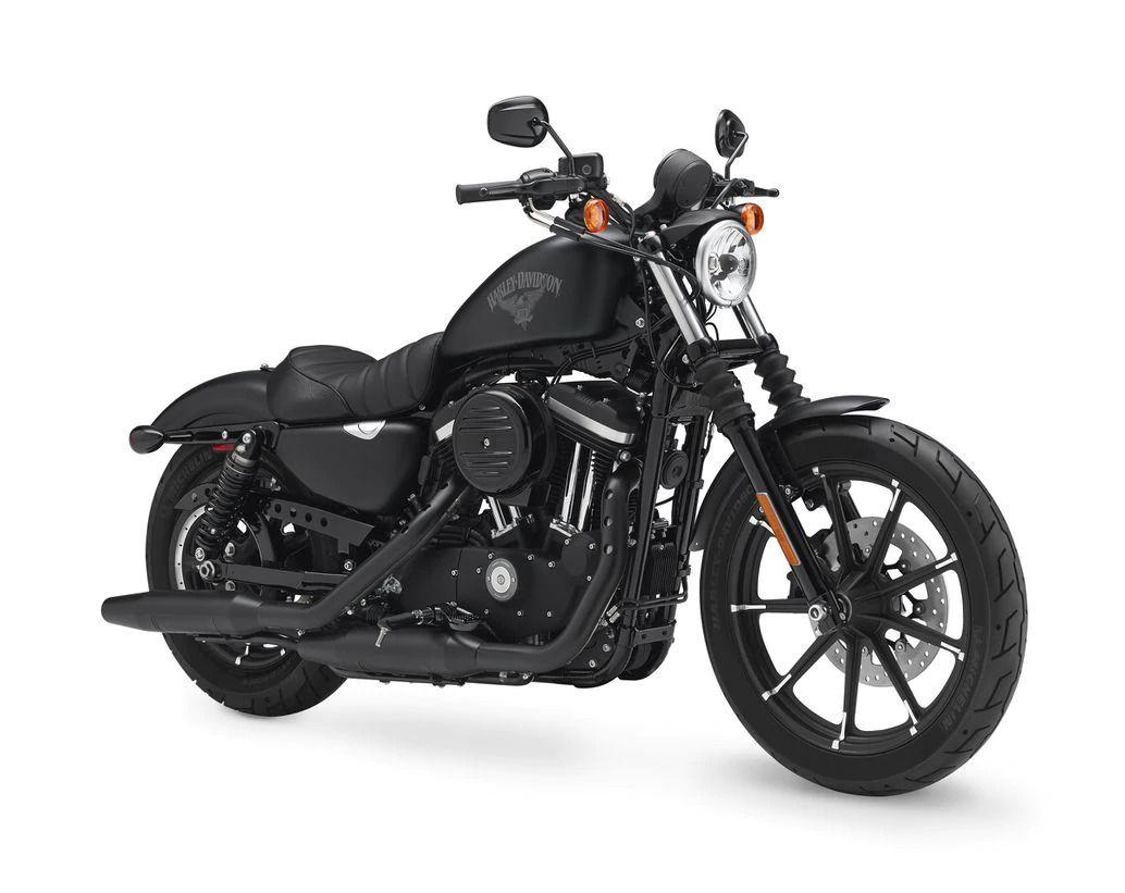 Harley-Davidson Sportster Iron 883 in Silver Flux/Black Fuse.