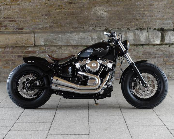 """""""The Crook"""" from Warr's H-D is the 2019 UK national winner. Based on a 2019 Street Bob, this clean custom sports a 2-2 upswept exhaust and a modified fuel tank."""