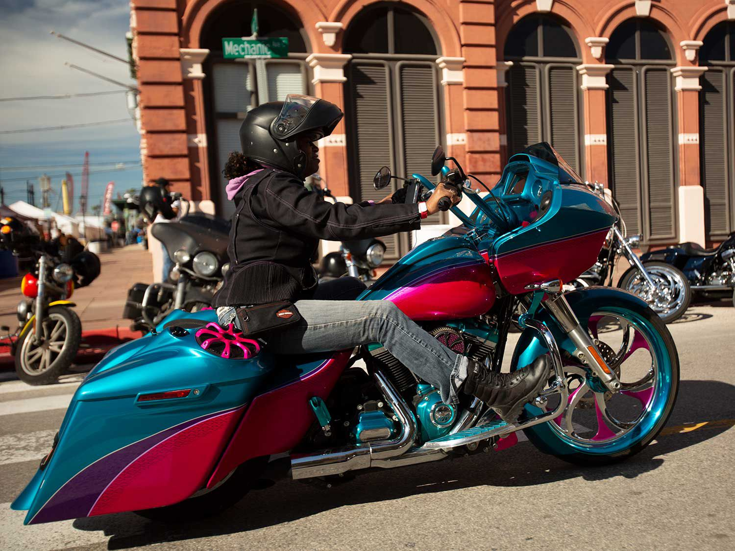Matching paint, wheels, and engine covers—when these baggers go for it, they go for it!