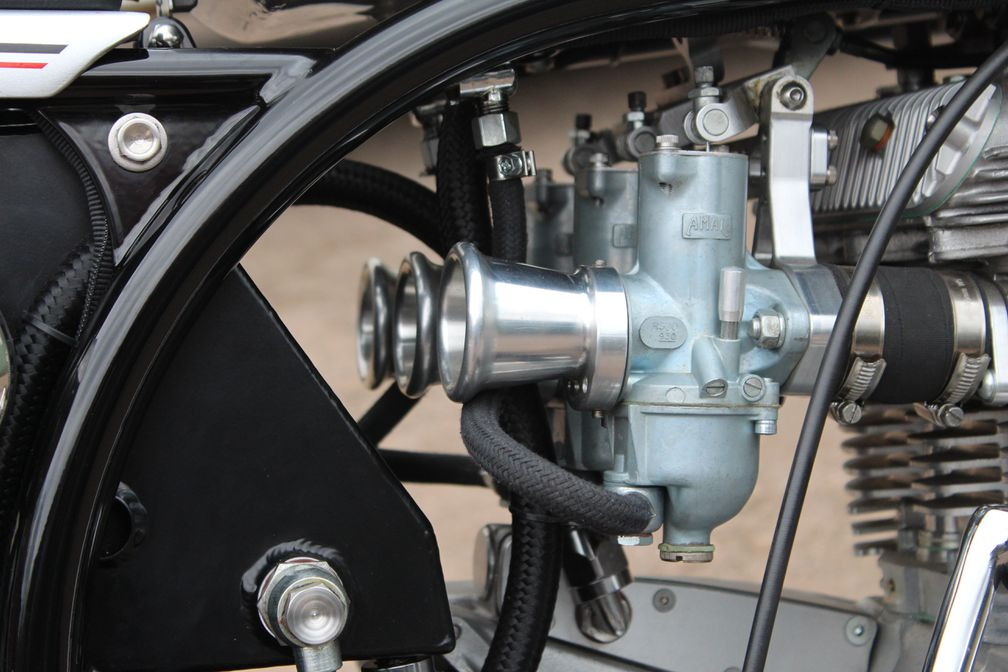 Experts Rank Carbureted Motorcycles Above Fuel-Injected Models in