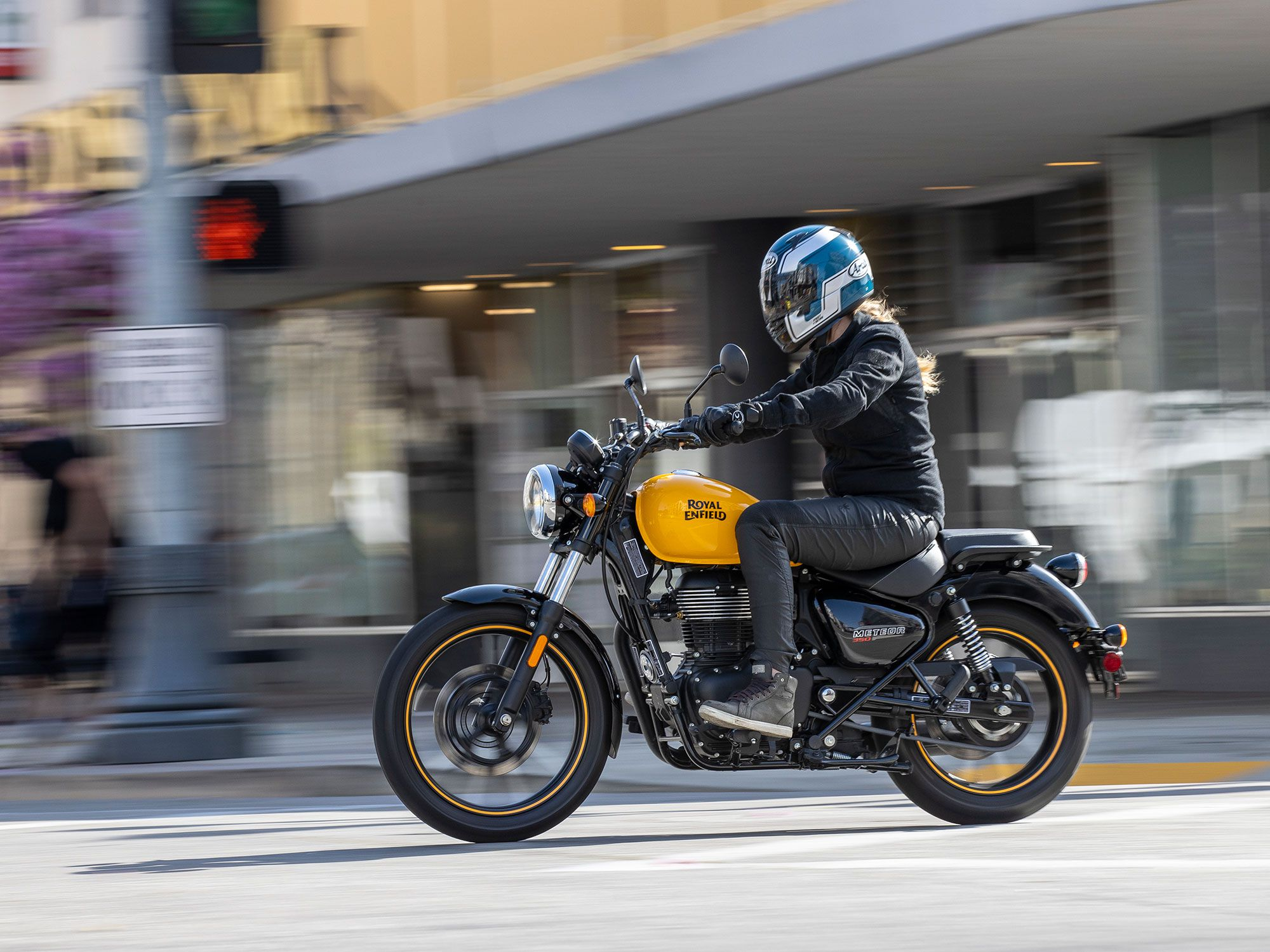 There's a new beginner-oriented cruiser in town. The Royal Enfield Meteor 350.