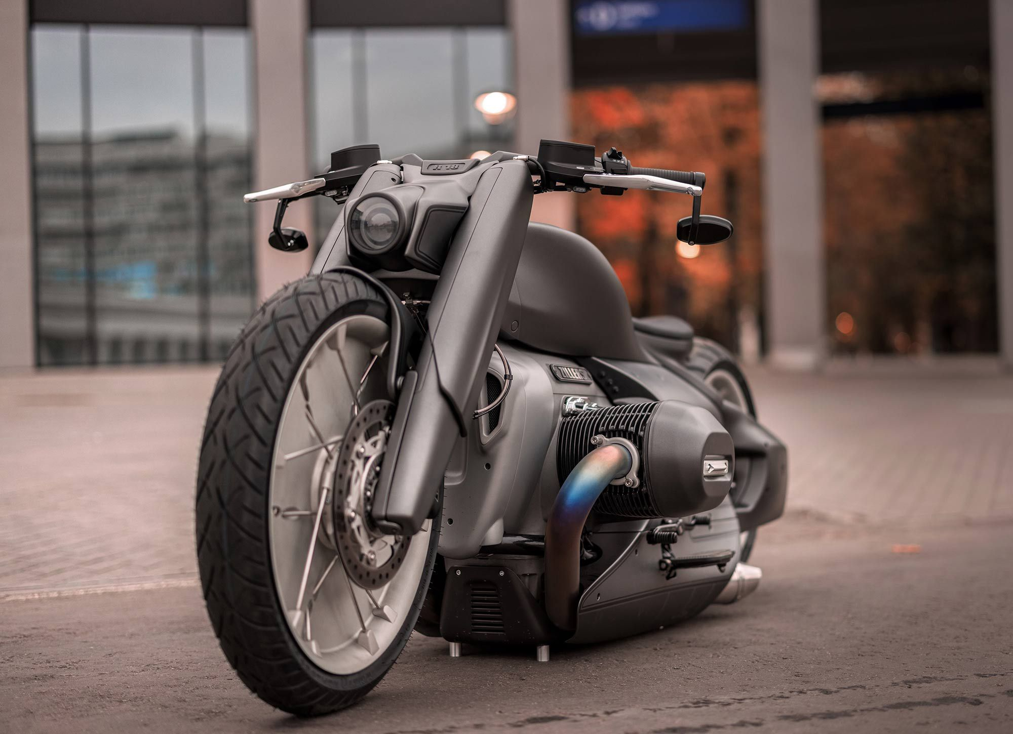 The Zillers-developed air suspension means the bike rests on spikes hidden at the bottom rather than a traditional sidestand. Carbon fiber parts include a custom stretched tank and chunky fork covers.