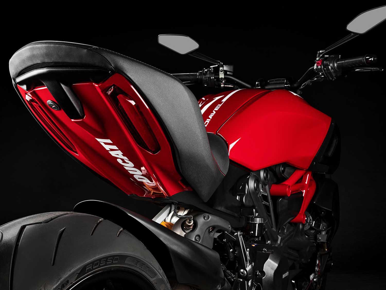 Ducati flair on the 1260 S comes standard, with the new red tone contrasted against white details.