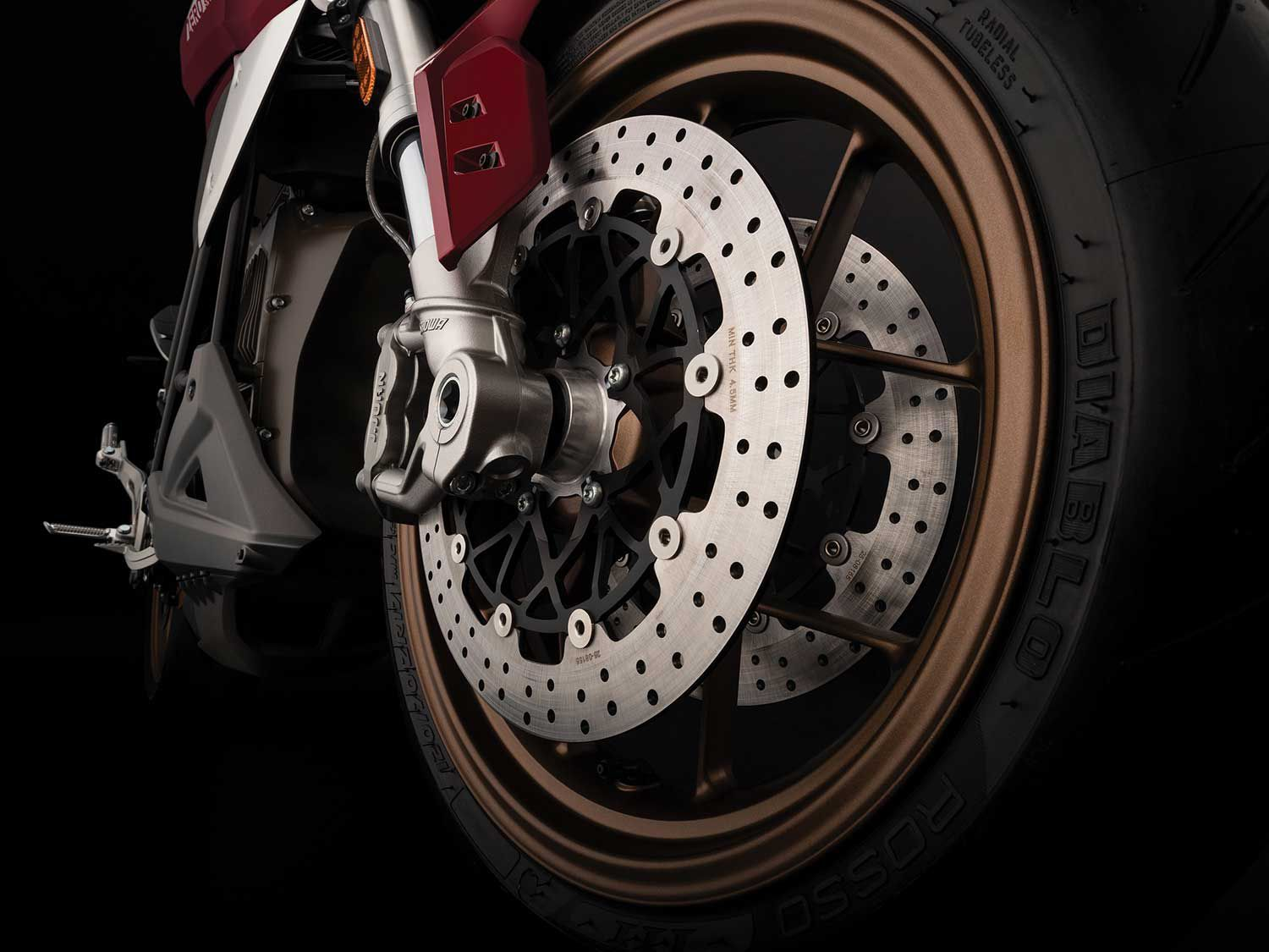 The SR/F comes equipped with a J.Juan dual radial front brake system and enhanced by Bosch Motorcycle Stability Control.