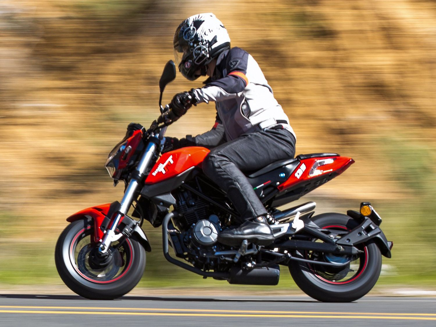 Low seat height, 12 inch wheels, and fuel injection along with a nice price put this Benelli squarely in funbike territory.