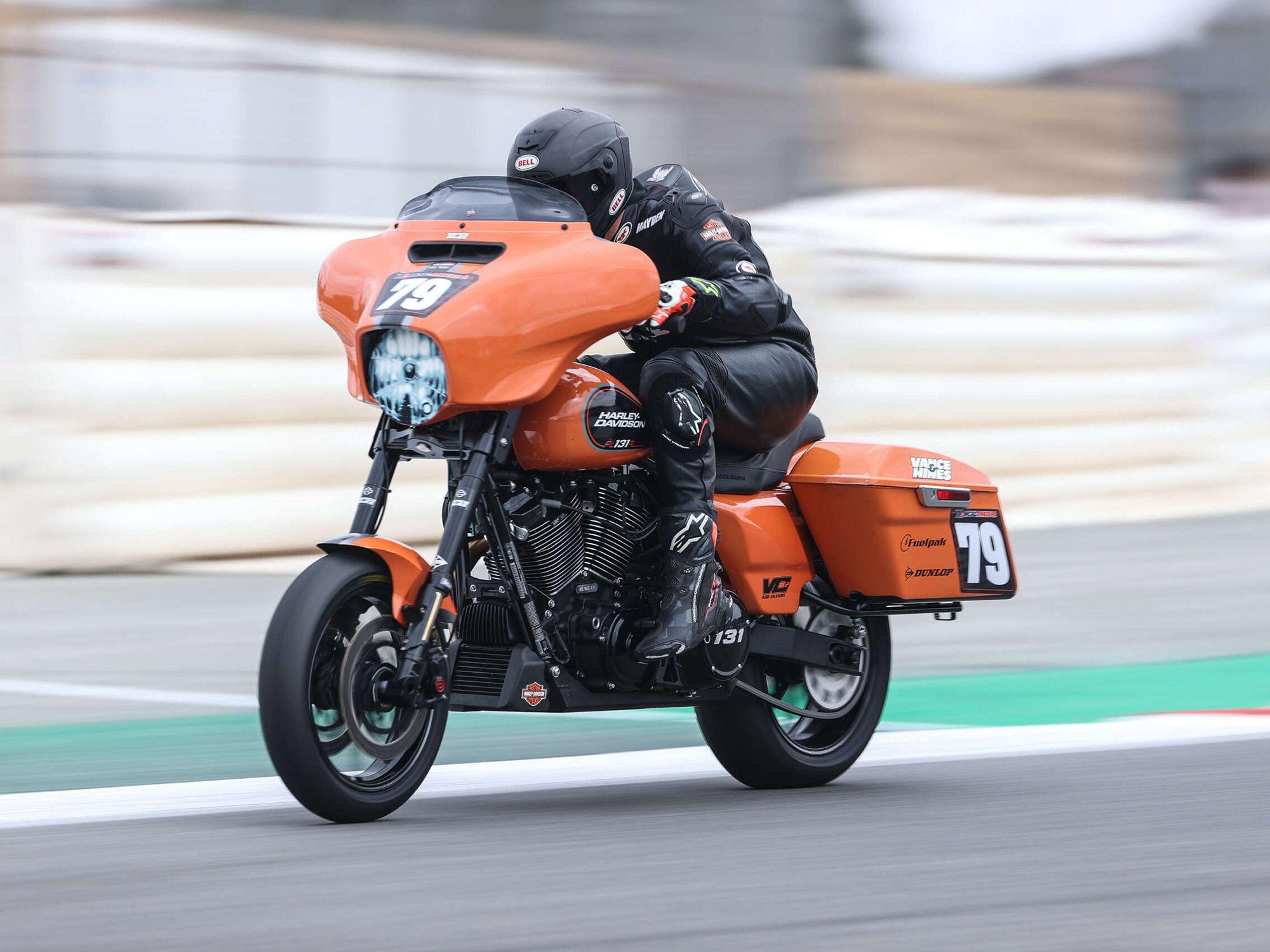 Hayden Gillim op de Vance & Hines Harley-Davidson pakte de derde plaats in de tweede ronde race.